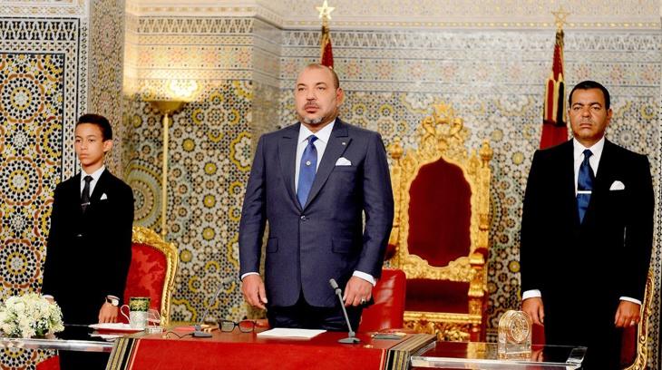 مقاطعات مراكش تنقل خطاب العرش مباشرة في الساحات العمومية