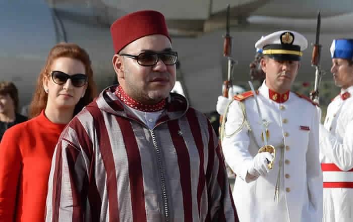 الملك يدعو إلى عدم اقحام شخصه في الصراعات السياسية ويقول إن الحزب الوحيد الذي يعتز بالإتنماء إليه هو المغرب