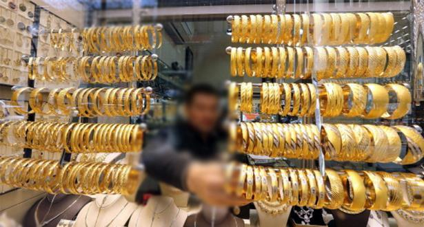 توقيف مساعد صائغ للذهب بتهمة سرقة أساور وحلي ذهبية