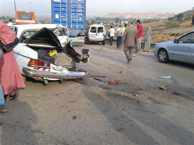 قتلى وجرحى في اصطدام سيارة للنقل المزدوج وطاكسي قرب الفقية بن صالح