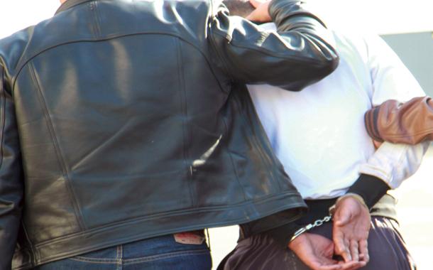 توقيف شخص موضوع 17 مذكرة بحث وطنية تتعلق بجرائم مختلفة