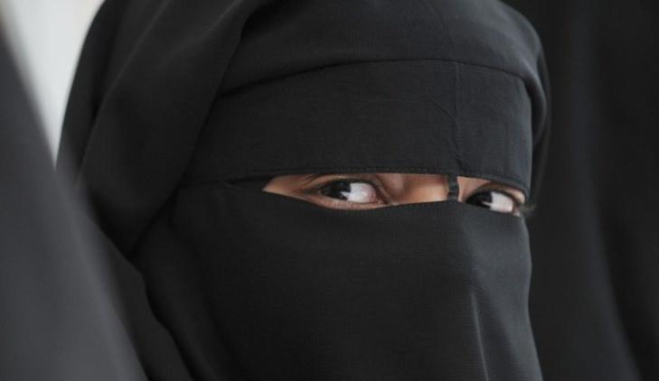 هكذا زجّت منقبة بمراكش بزوجها في السجن بتهمة الإرهاب لتهرب مع عشيقها للخارج