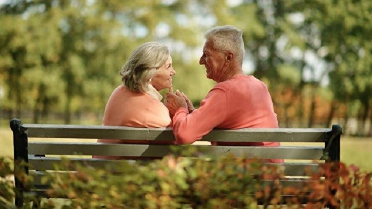 الكشف عن خطورة العلاقات الحميمية في سن الشيخوخة على الرجال