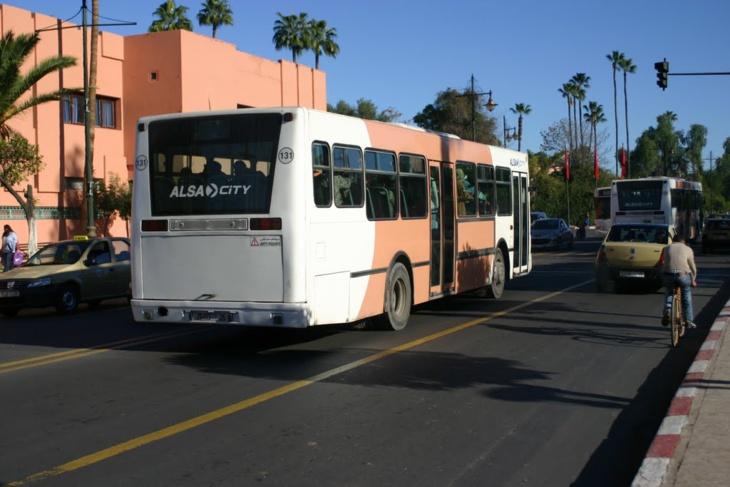 خصاص في الحافلات وعشوائية في التوقيت بالخط الرابط بين سعادة ومراكش ومواطنون يراسلون الوالي لبجيوي