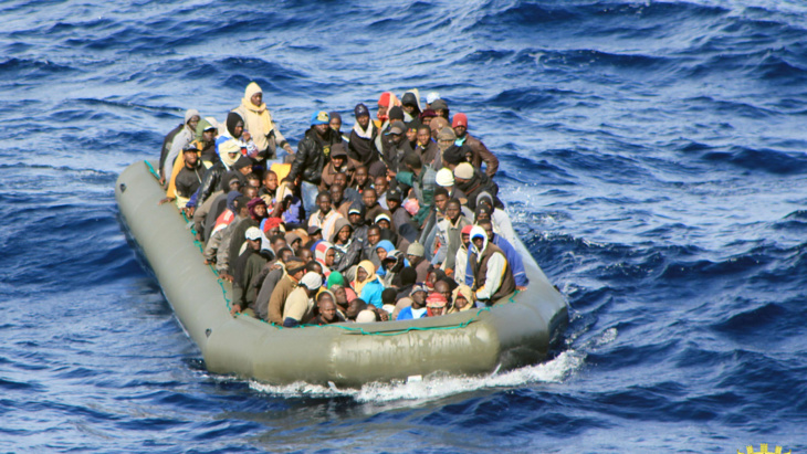 خفر السواحل الايطاليون ينقذون نحو 2300 مهاجر قبالة ليبيا