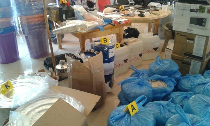 بالصور: الكشف عن الوسائل المستعملة من طرف شبكة صناعة الكوكايين المفككة هذا الاسبوع