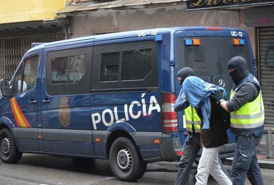 السلطات الإسبانية تعتقل مغربيا بتهمة الترويج للتطرف عبر وسائل التواصل الإجتماعي