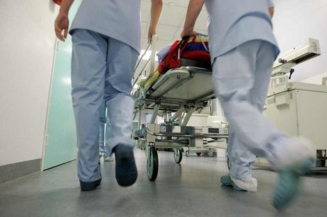 مصرع شخصين وإصابة ثلاثة آخرين من أسرة واحدة في حادثة سير مروعة
