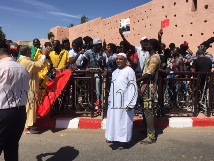 مواطنون أفارقة يحتفلون بالزيارة الملكية لمدينة مراكش + صورة