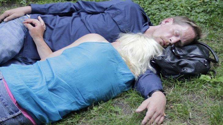 علماء: نوم الرجال يختلف عن النساء