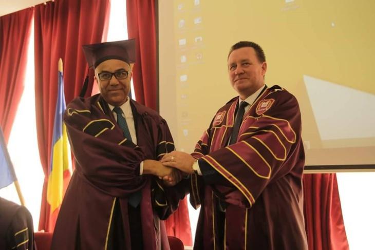 رئيس جامعة القاضي عياض بمراكش يحصل على دكتوراه فخرية من جامعة رومانية