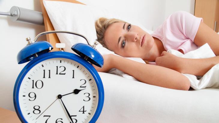 7 أطعمة لا ينصح بتناولها قبل الخلود للنوم