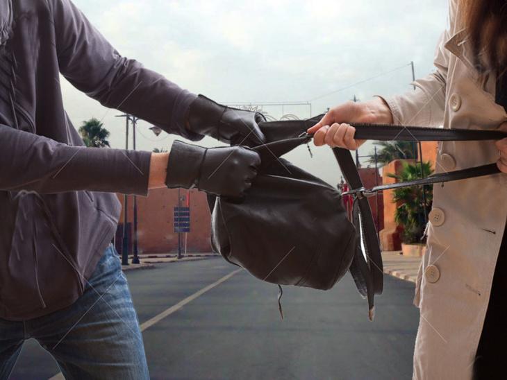 خطير: لصين يعترضان سبيل امرأة ويسلبانها حقيبتها ودراجتها النارية تحت التهديد بمراكش