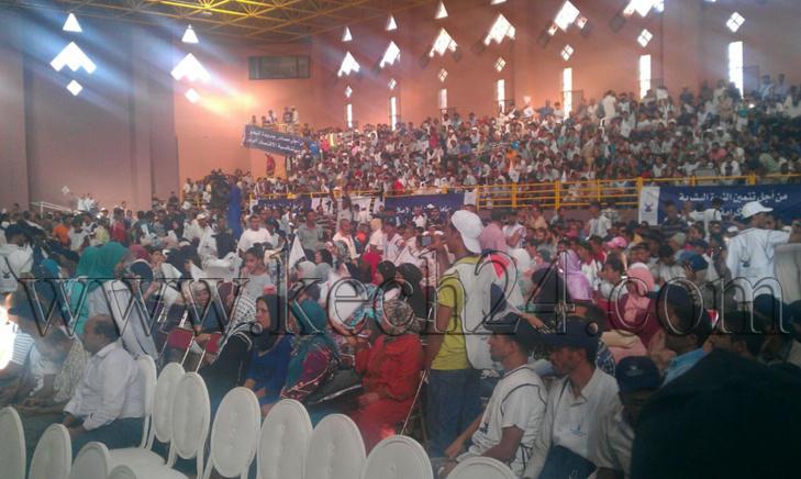 حشود غفيرة تتقاطر على مركب الزرقطوني بمراكش لحضور التجمع الخطابي لبنكيران وسط استنفار أمني + صور