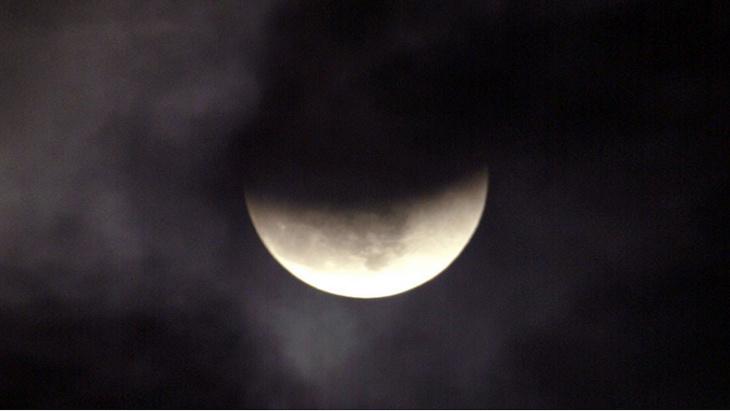 ظاهرة القمر الأسود تثير تكهنات جديدة حول نهاية العالم