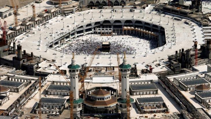 السعودية تفرض رسوما باهظة على العمرة