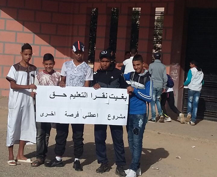تلاميذ يدخلون في اعتصام مفتوح أمام ثانوية بجماعة سيد الزوين نواحي مراكش + صور