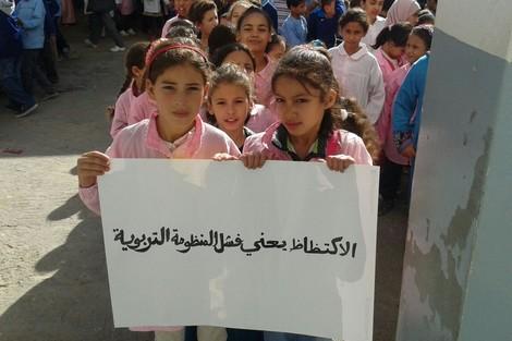 مدرسة بدر بالمحاميد تعاني من نقص التجهيزات والأطفال يشتكون من ألم حديد الطاولات المتهالكة