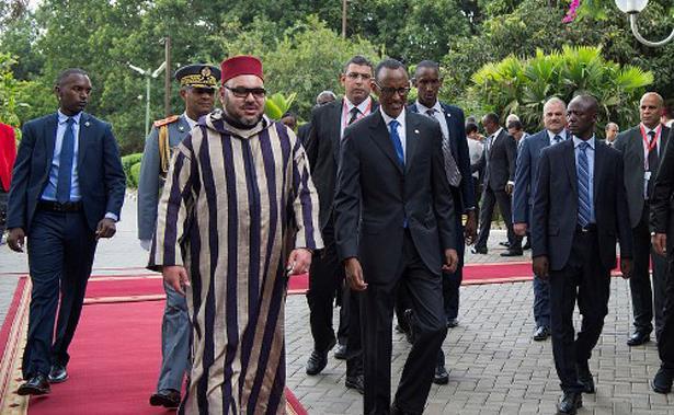 الملك محمد السادس يزور النصب التذكاري لضحايا الإبادة الجماعية الرواندية بكيغالي
