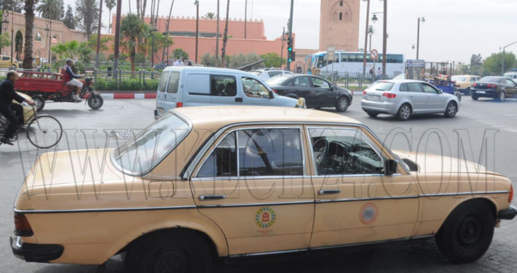 مهنيو سيارات الأجرة بمراكش يكشفون حقيقة فرض السلطات لسترات خاصة بقمة المناخ