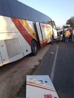 قتلى في إصطدام سيارة خفيفة وحافلة للمسافرين متجهة من مراكش صوب الجديدة + صور