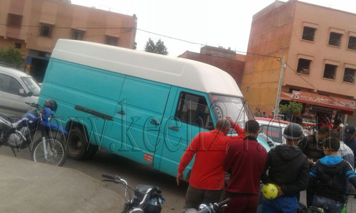 عاجل: سيارة تكسر رجل ستيني بحي العزوزية بمراكش + صور