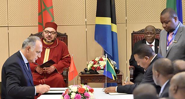 الملك محمد السادس ورئيس جمهورية تنزانيا يترأسان حفل التوقيع على عدد من اتفاقيات التعاون