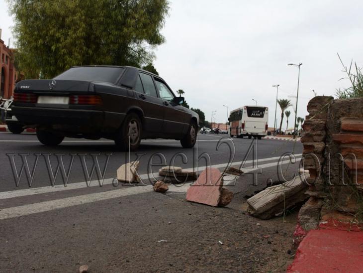 حفرة تهدد بالإجهاز على طريق أمام أنظار المسؤولين بمراكش + صور