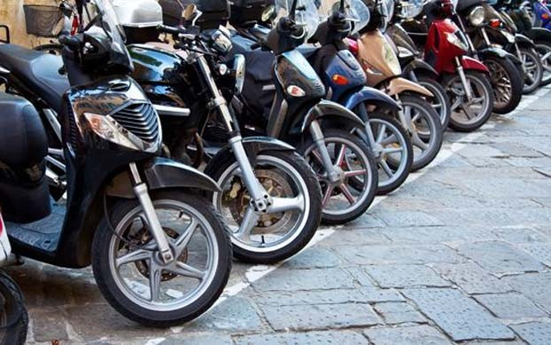 مهنيون وفعاليات من المجتمع المدني تكشف حقيقة الإتهامات الموجهة لمدير سوق الدراجات بمراكش