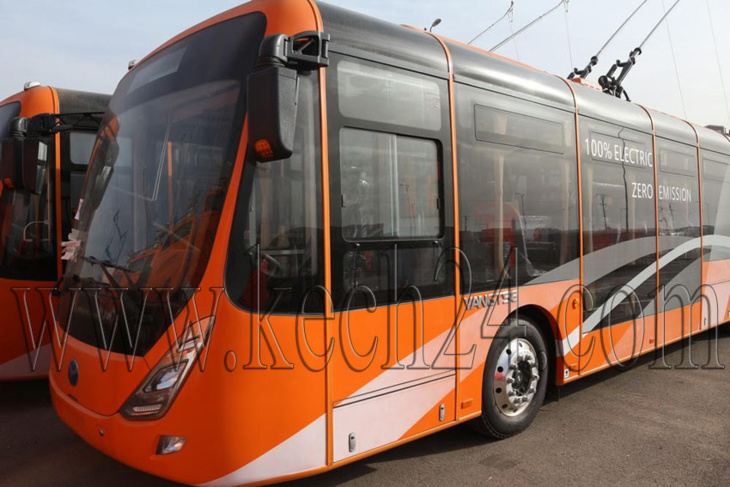 المسؤولون الجماعيون بمراكش يطلعون على آخر الإستعدادات قبيل إطلاق الحافلات الكهربائية + صور