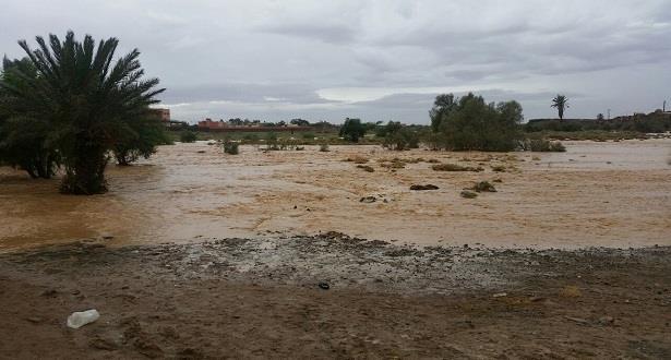 اجلاء 50 شخصا باقليم السمارة حاصرتهم مياه الأمطار بالوسط القروي