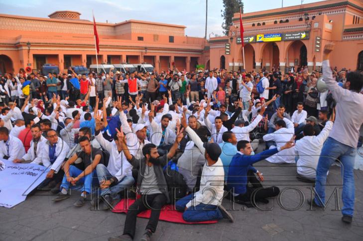 عاجل: الاساتذة يعودون للاحتجاج من قلب جامع الفنا بمراكش لليوم الثاني على التوالي + صور