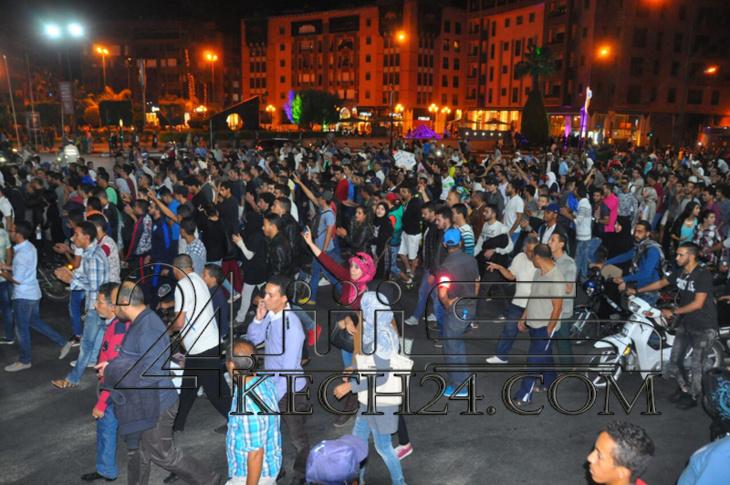 عاجل : حشود كبيرة من المواطنين تعبر عن غضبها من بشاعة تصفية بائع السمك في مسيرة بمراكش + صور
