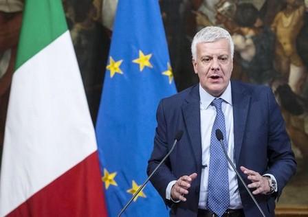 وزير البيئة الايطالي يعرب عن