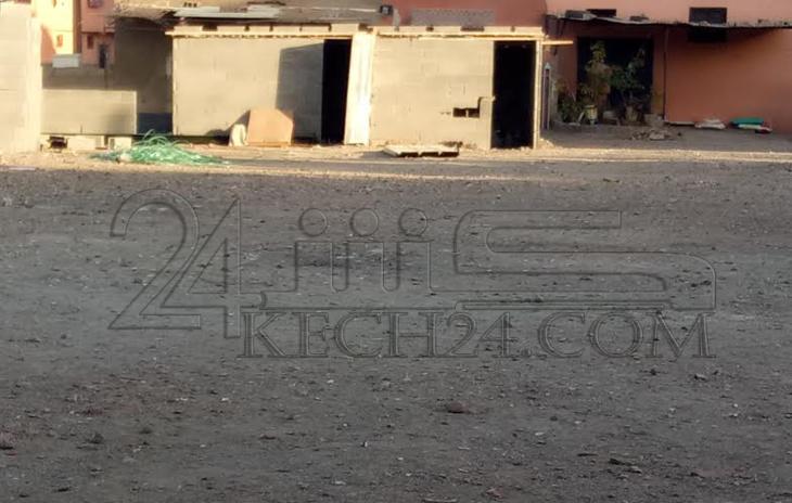 الشروع في بناء دكاكين وسط مساحة مخصصة لمستوصف بحي بوعكاز بمراكش يثير غضب الساكنة + صور