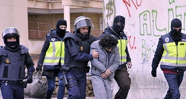 الأمن الإسباني يعتقل مغربين بتهمة تجنيد جهاديين في صفوف