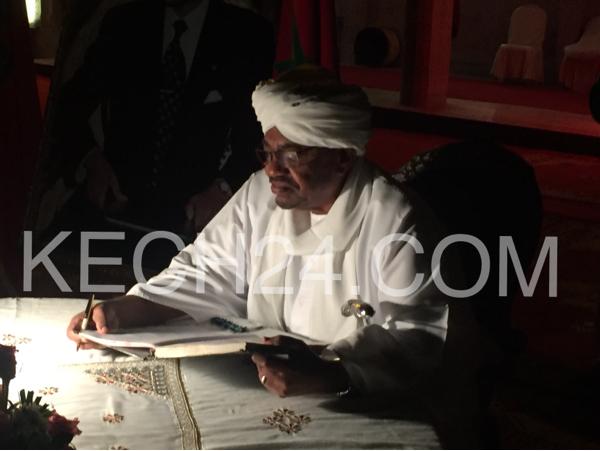 بالصور : الرئيس السوداني عمر البشير يزور مركب