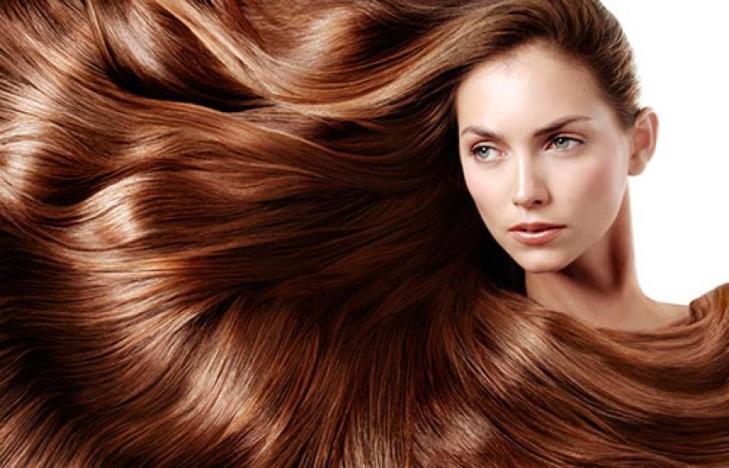 8 وصفات منزلية تنقذ شعرك من القشرة في الشتاء
