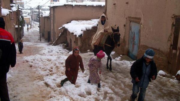 الملك محمد السادس يعطي تعليماته للسلطات بالتجند لمواجهة موجة البرد