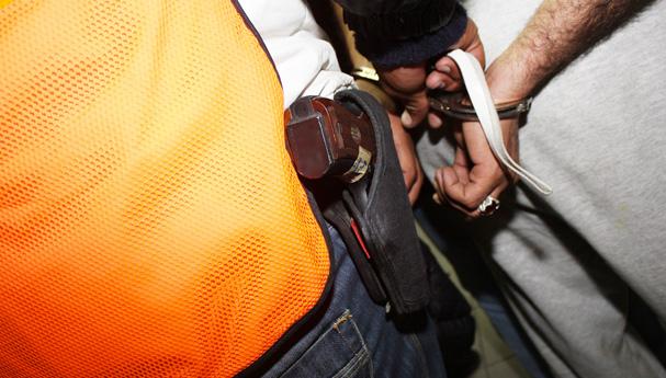 اعتقال مجرم ظهر في شريط فيديو أثناء تهديده صاحب محل بواسطة سيف