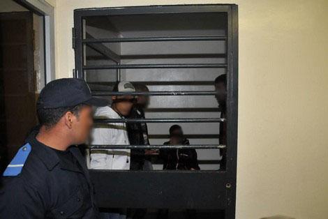 نشر صور على الفيسبوك بالاسلحة البيضاء يقود لإعتقال أربعة أشخاص