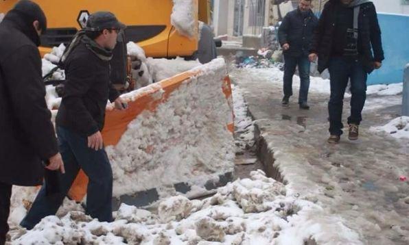 محاصرة الثلوج لمسافرين بين مراكش وورزازات تدفع الجهات المسؤولة لوضع خط هاتفي للعالقين