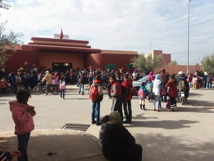 آباء يصعدون احتجاجاتهم بمدرسة العزوزية بمراكش ومدير المؤسسة يوضح