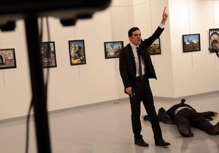 السلطات التركية تعتقل عائلة قاتل السفير الروسي