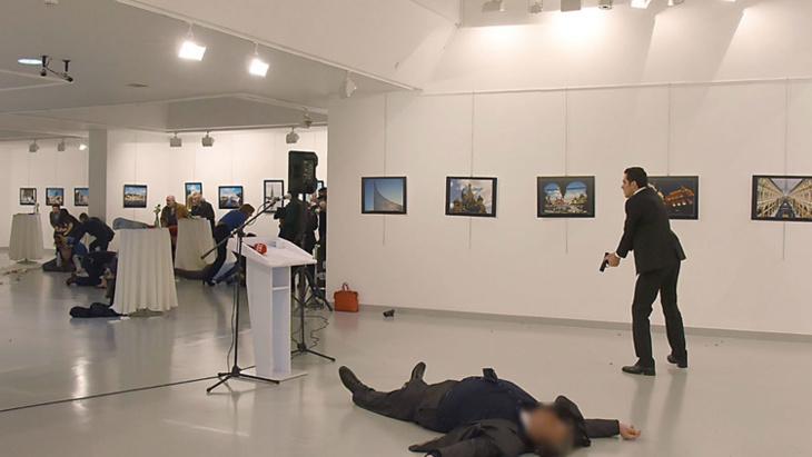 الداخلية المغربية تفتح بحثا لتحديد هويات المتورطين في الإشادة بعملية اغتيال السفير الروسي