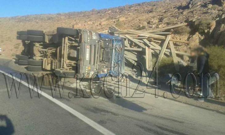 انقلاب شاحنة كبيرة بمدخل مدينة ورزازات + صورة