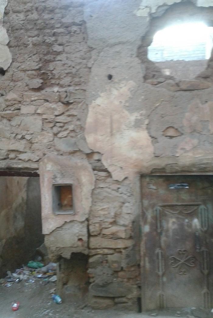 عشرات الدور الآيلة للسقوط تهدد حياة الأطفال والساكنة بقلعة السراغنة