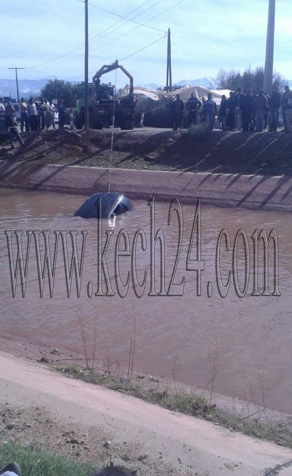 سقوط سيارة بقناة
