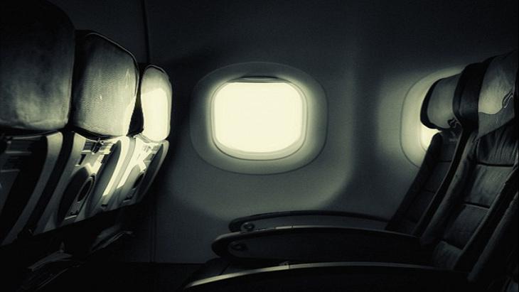 لهذا تُخفف الإضاءة في الطائرة عند الإقلاع والهبوط..؟