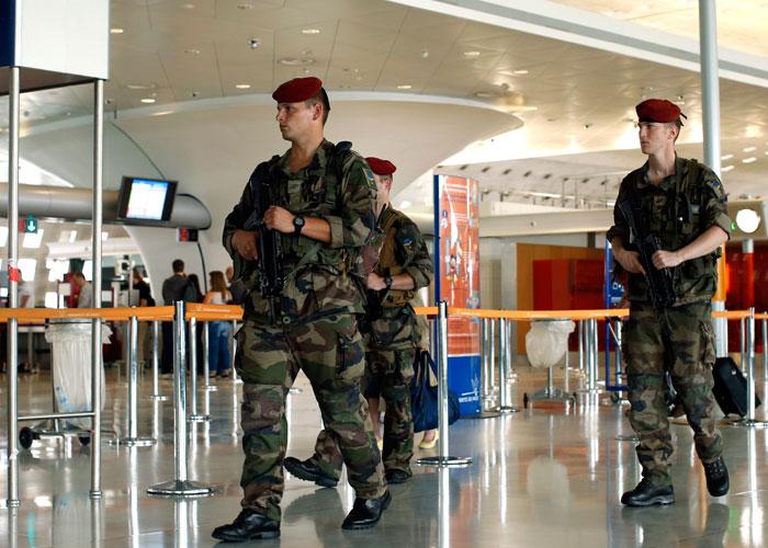 تعزيز الأمن بأنحاء أوروبا في احتفالات عيد الميلاد بعد هجوم برلين
